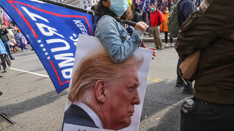Trumpovi pristaše izašli na ulice uz molitvu: Izborna prevara srušit će se kao zidovi Jerihona