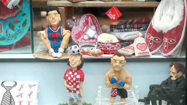 Figurice u suvenirnici u Bakačevoj