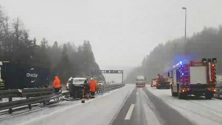Kaos zbog snijega na autocesti Zagreb-Rijeka: Četiri nesreće...