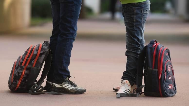 Srednjoškolci u Splitu: Mjere su u redu, ali nećemo se cijepiti. U Rijeci su cijepili 58 posto osoblja