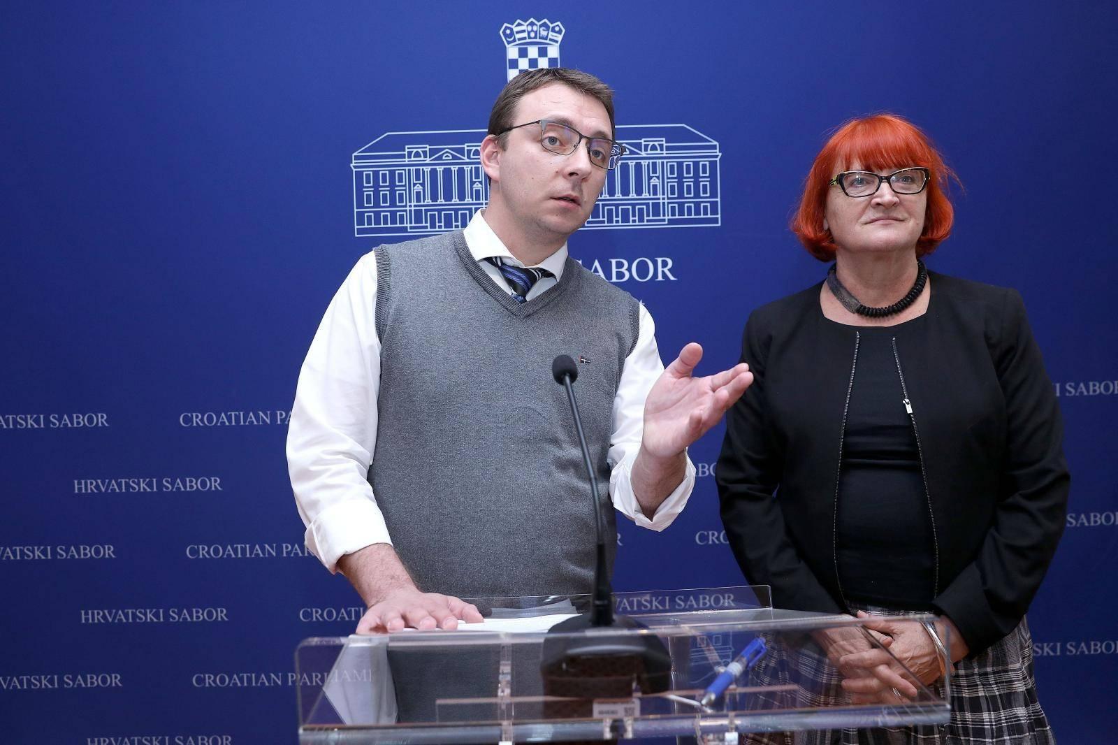 """Zagreb: U Saboru održana konferencija s temom """"Ženama nije mjesto u Saboru"""""""