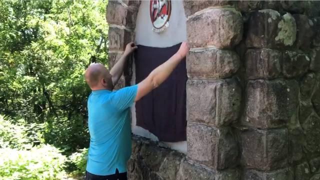 Petek je u Mađarskoj prekrio sporan Orbanov spomenik