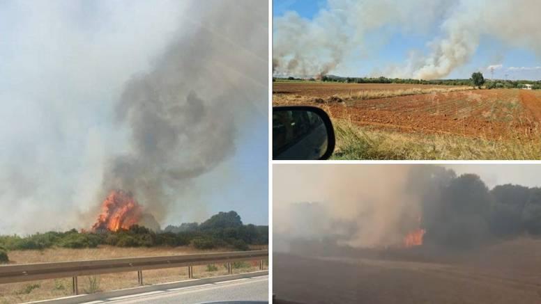 Požar kod Pule: 'Ljudi su sami gasili vatru u panici, obranili smo kuće, izgorio je jedan auto'