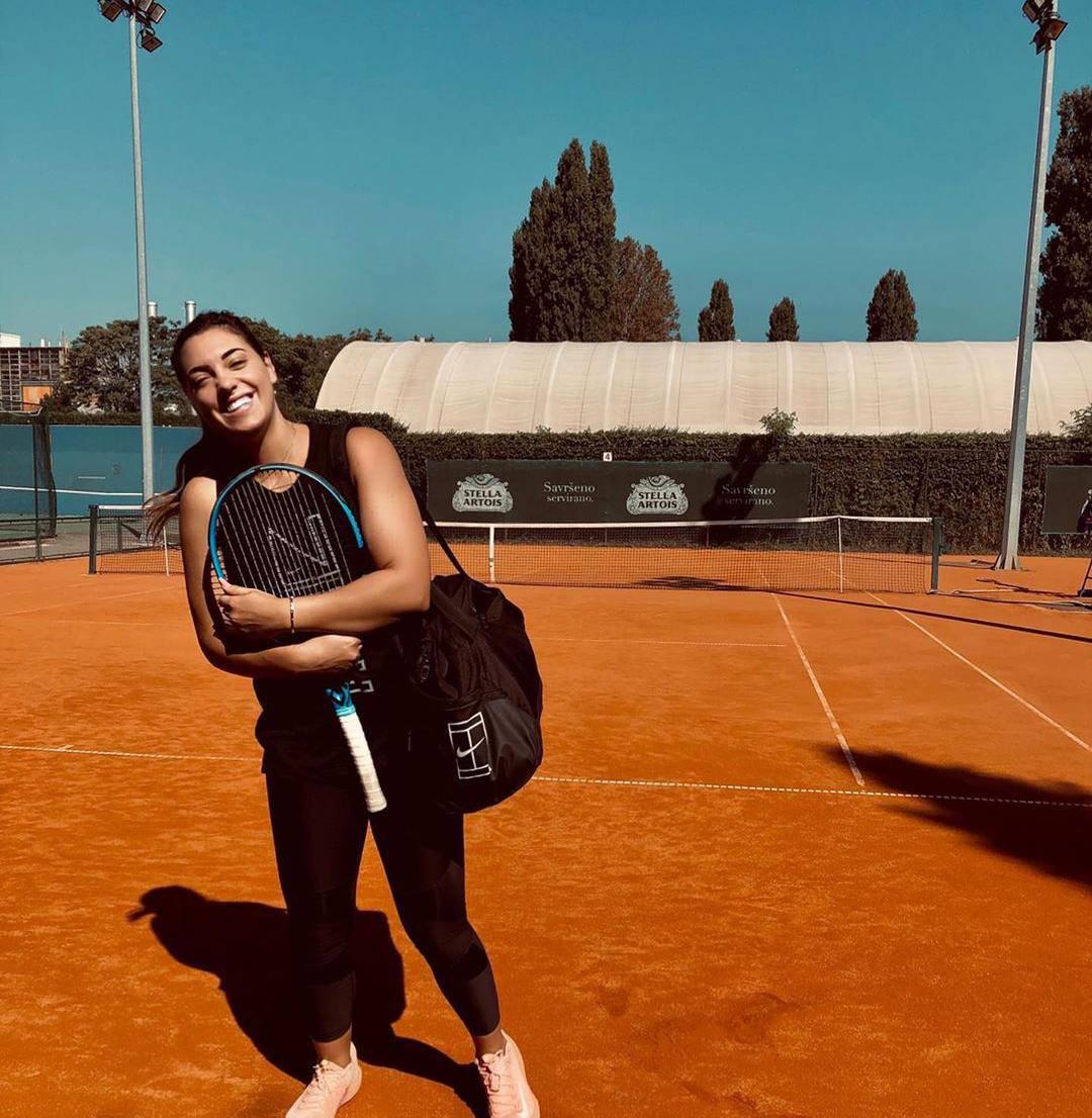 Na teniski teren sa smiješkom na licu! Ana Konjuh se vratila