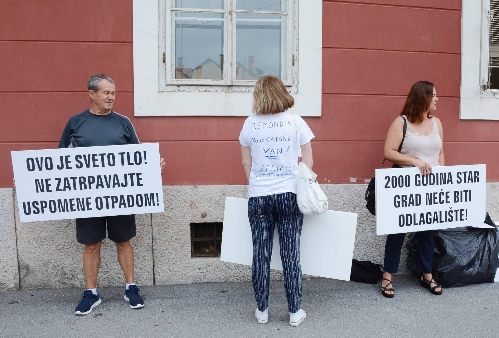 Sišèani prosvjeduju protiv pogona za obradu opasnog otpada koji æe se preseliti iz Rijeke