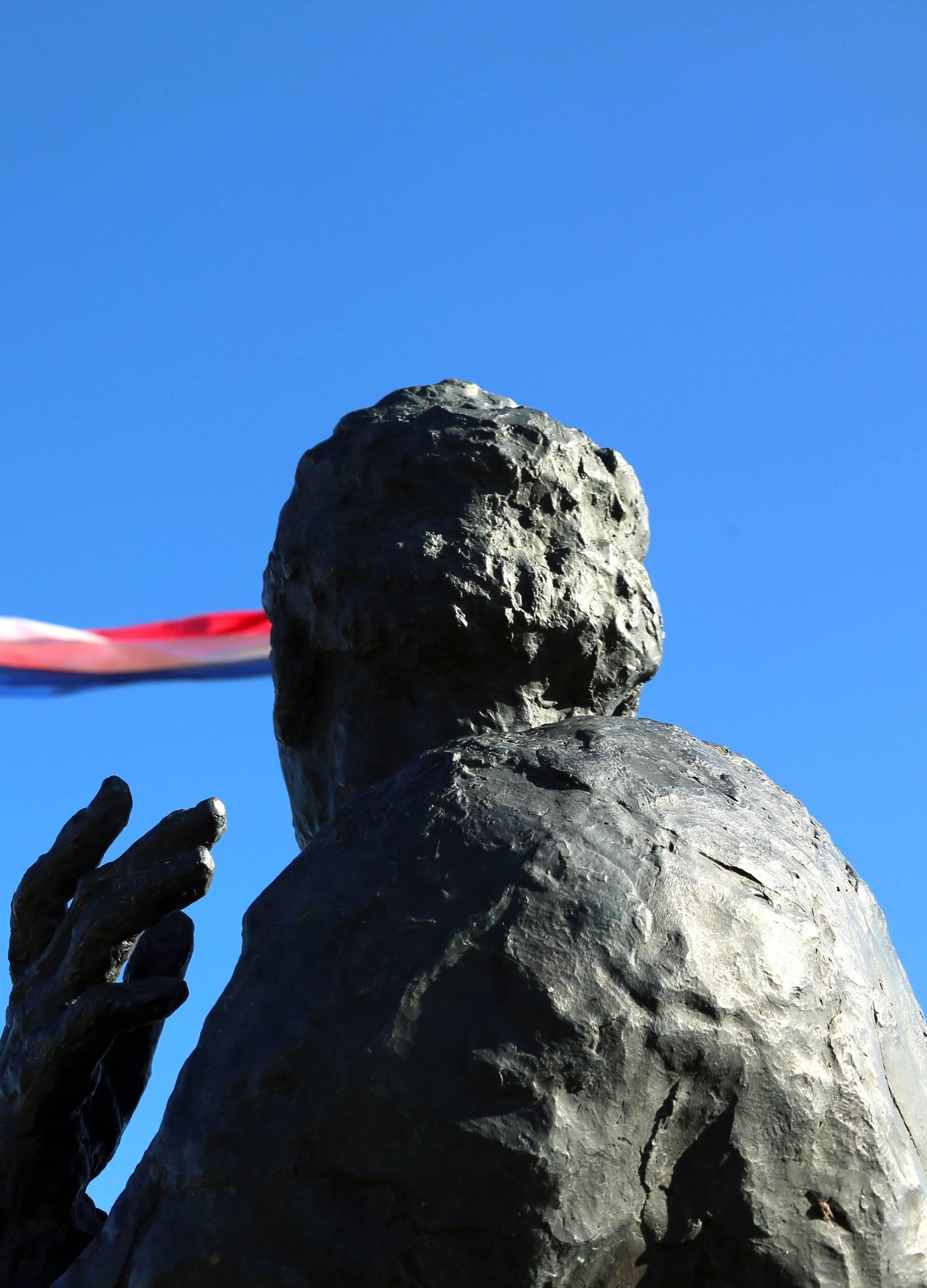Knin: Spomenik prvom hrvatskom predsjedniku Franji Tuđmanu