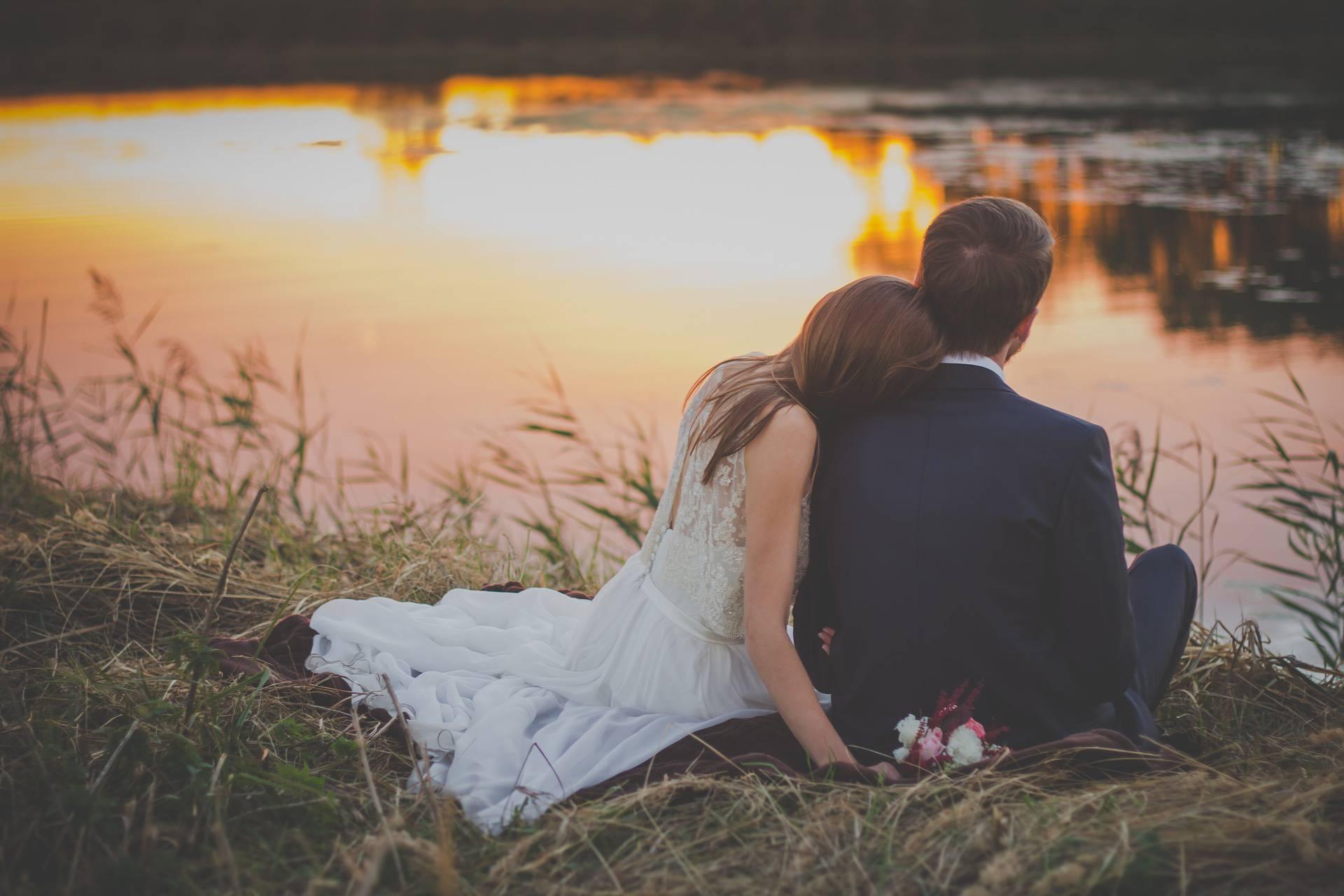 Došao je biti kum na vjenčanju, a mlada je kleknula pred njega