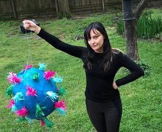 Izradite doma pinjatu u obliku korona virusa i - razvalite je