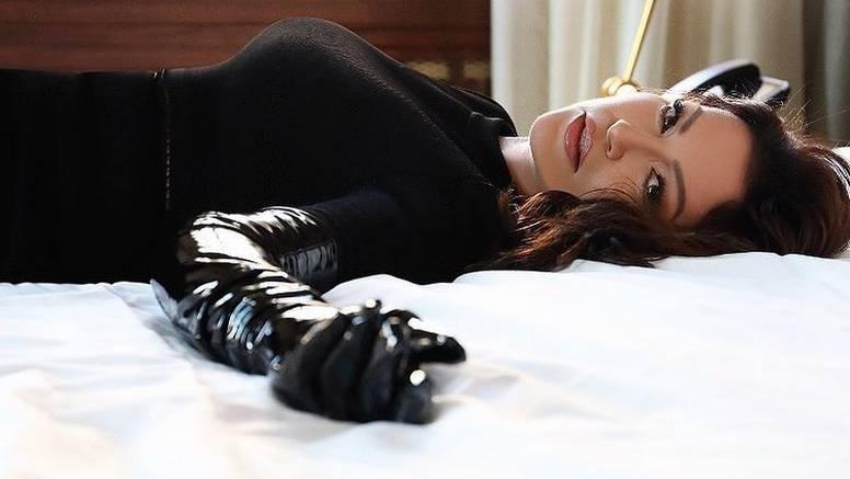Nina oduševila pratitelje u crnoj kombinaciji: 'Ti si žena mačka'