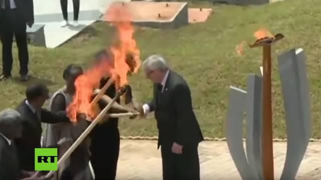 Novi skandal: Juncker je skoro zapalio predsjednika i suprugu