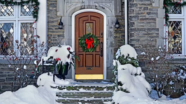 Za sreću u Novoj: Na vrata stavite crveni ukras i limune