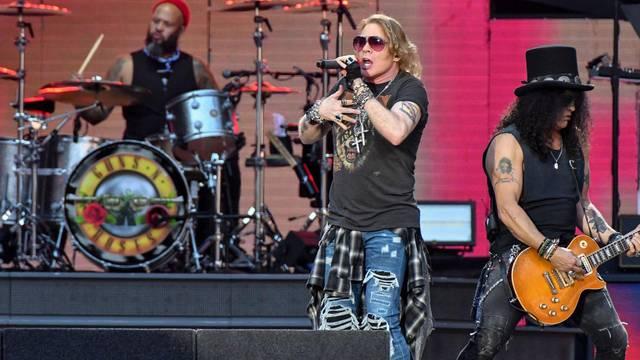 Le groupe de rock Guns N' Roses en concert au Stade de France a Saint-Denis