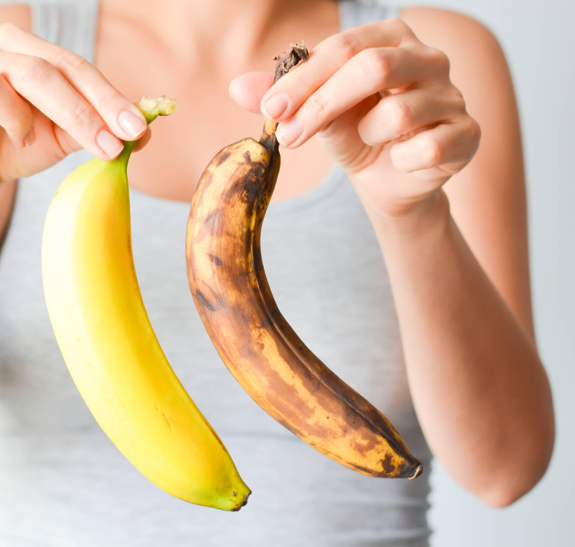 Uzrokuje li jedenje banana zatvor ili potiču probavu? Ovisi jedete li zelene, smeđe ili žute