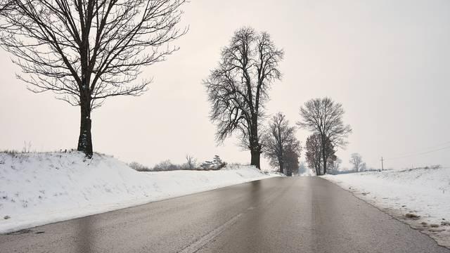 Zbog hladnoće moguće poledice na cestama. HAK upozorava: Ne idite na put bez zimske opreme