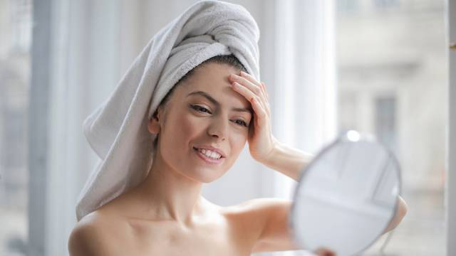 Umjetna beauty inteligencija: Određuje nam idealnu boju pudera i preparate za kosu