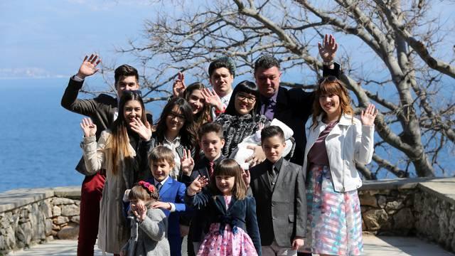 Katarina je ostala sama s 12 djece: 'Držimo se zajedno, baš kao kad je Franjo bio s nama'