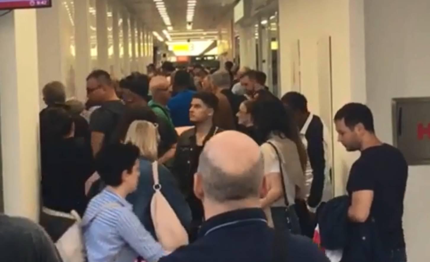 Kaos u Beogradu: Putnici leže na podu, moraju čekati satima