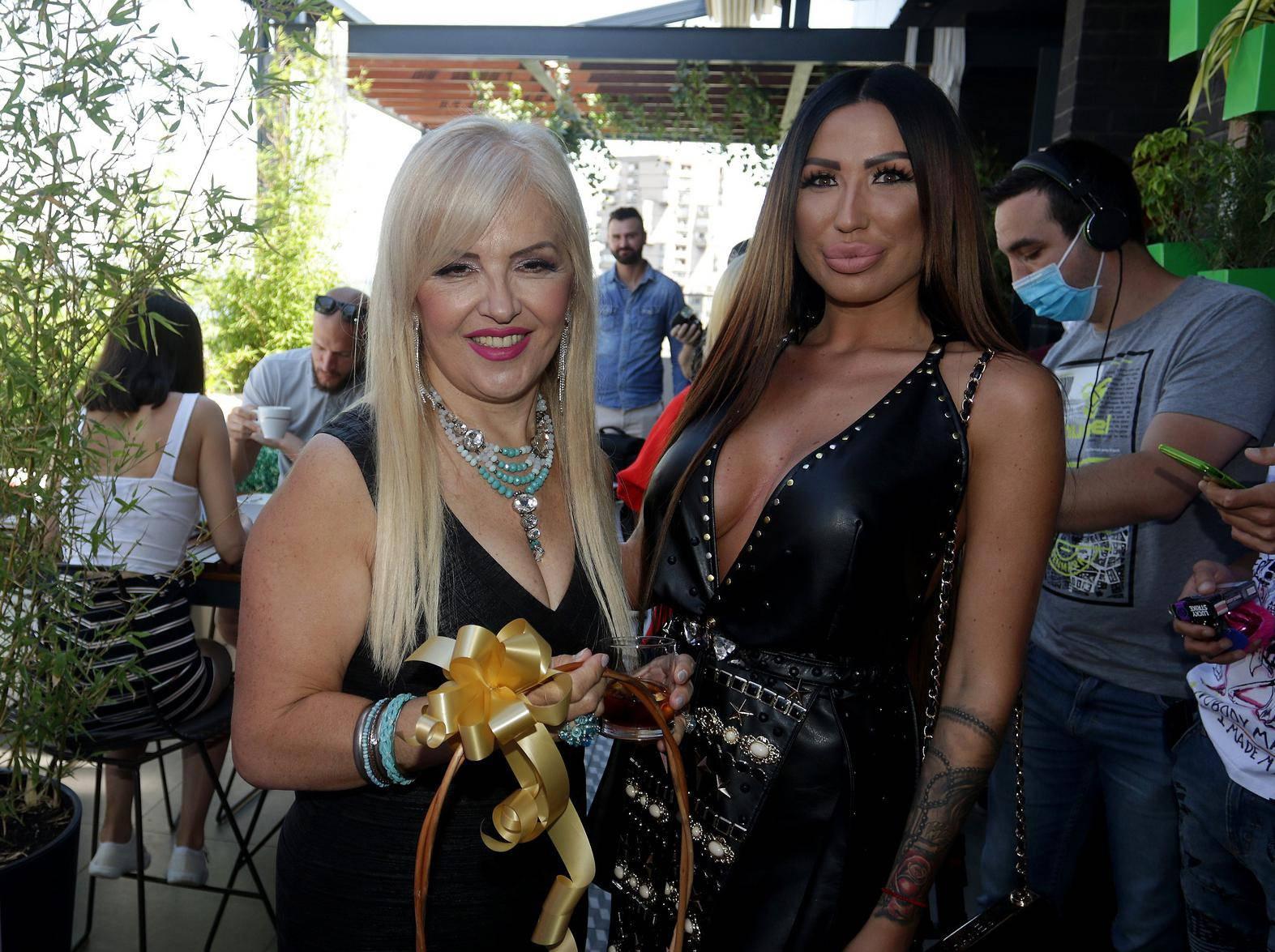 Nakon skandala: Ajfon je došla na promociju 'Elitne prostitutke'
