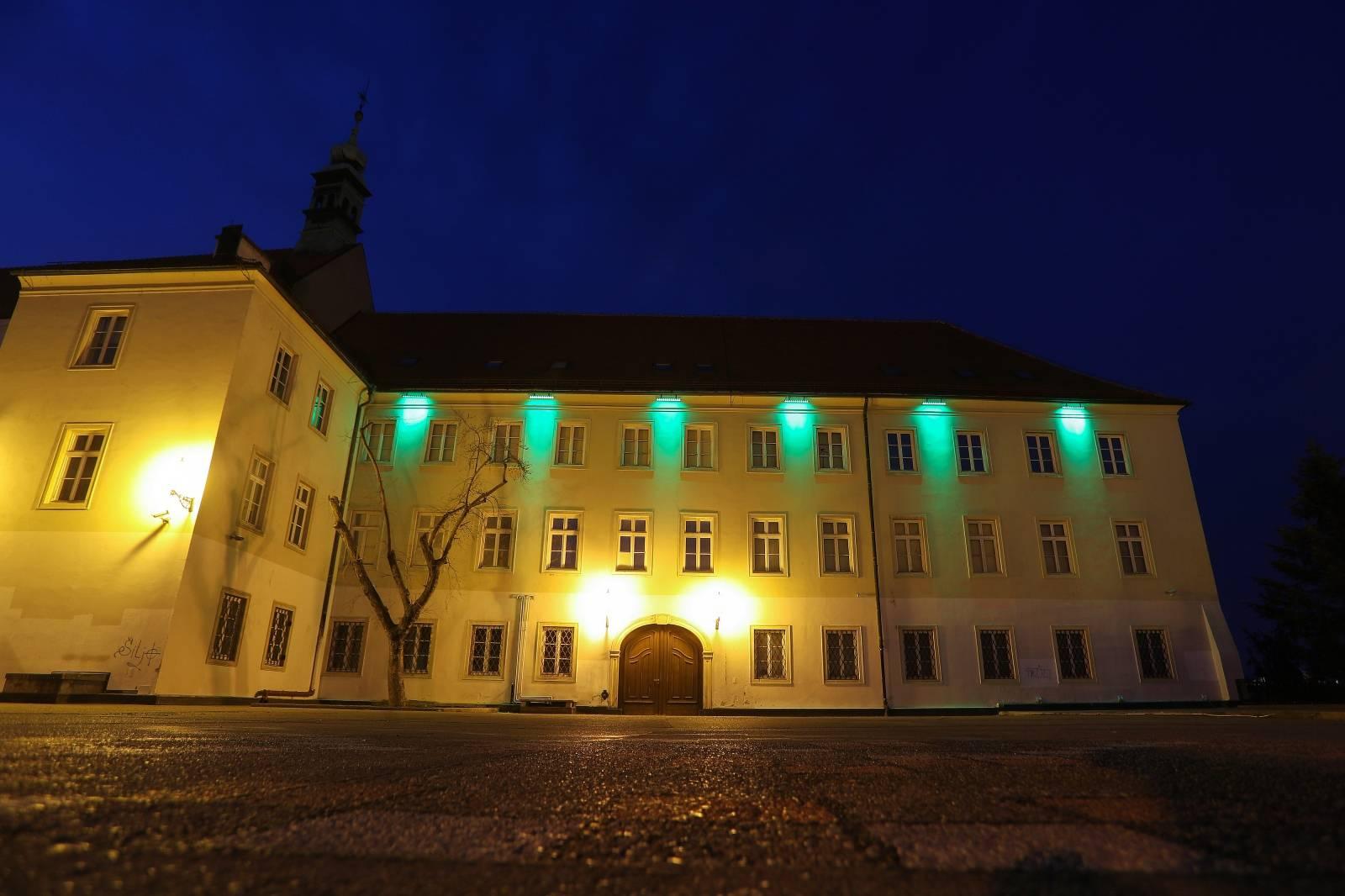 Povodom Dana svetog Patrika u zelenoj boji osvanula  Galerija Klovićevi dvori