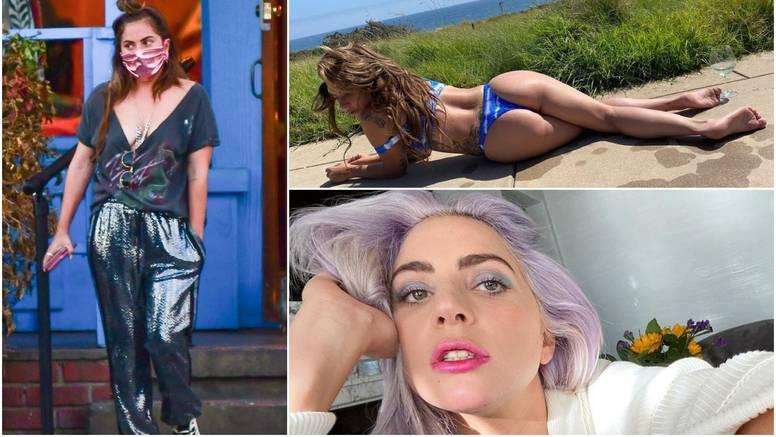 Lady Gaga opušteno prošetala bez grudnjaka, pa se pohvalila fanovima guzom u tangicama