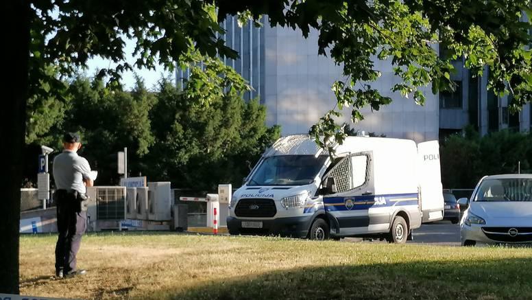 Policija po centru Zagreba lovi muškarca: Pobjegao iz kombija dok su ga vodili na ispitivanje?