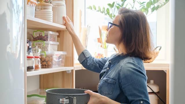 Oprez! 15 namirnica koje nikada ne bi smjeli držati u smočnici