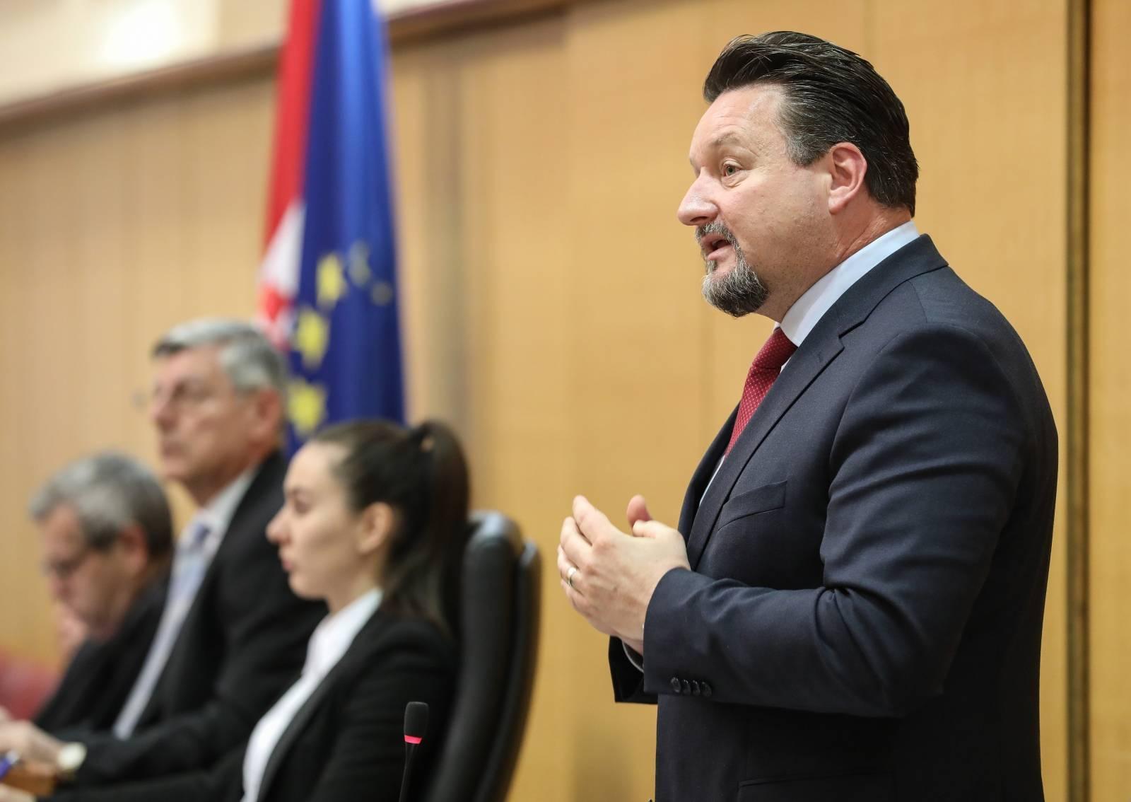 """Zagreb: 12. sjednica Hrvatskoga sabora započela """"aktualnim prijepodnem"""""""