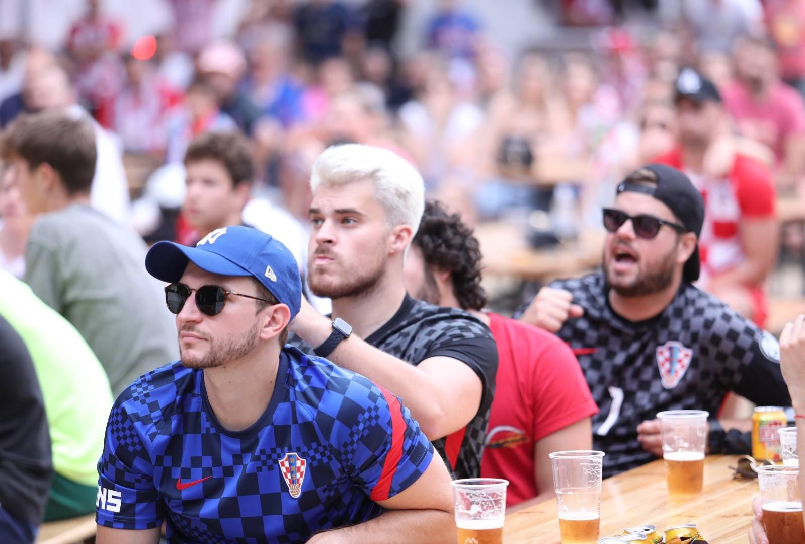 Split: Navijači u fan zoni na Zvončacu prate utakmicu Engleska-Hrvatska