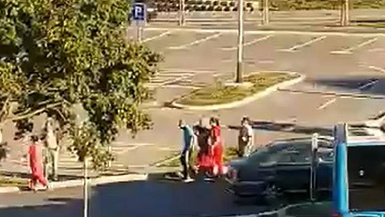 VIDEO I tete iz Konzuma hvatale lopova: 'Čovjek je izletio iz auta i hrvao se s njim. Uhvatili su ga'