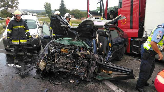 Sudario se s kamionom: Kod Slatine poginuo vozač auta