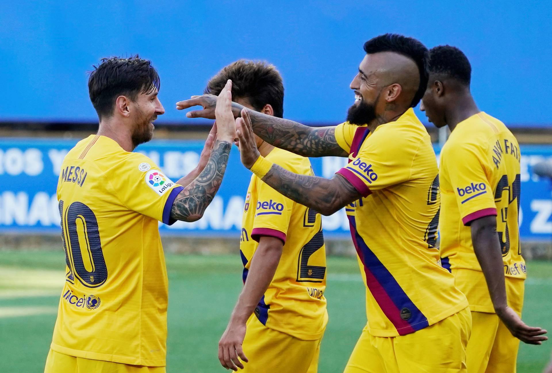 La Liga Santander - Deportivo Alaves v FC Barcelona