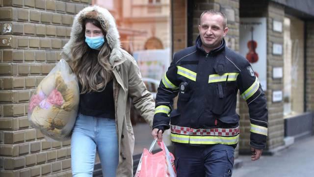 Zagreb: Vatrogasac je pohitao u pomoć mladoj dami koja je nosila teške vrećice