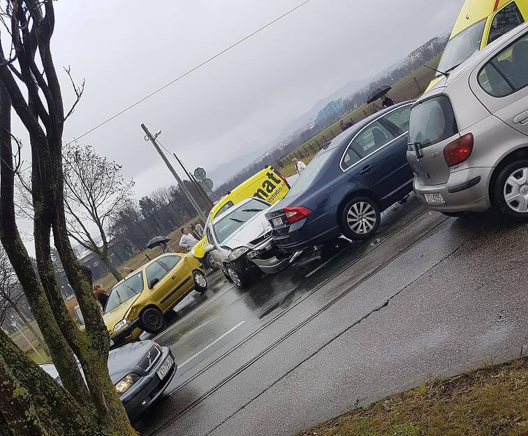 Na Ravnicama se sudarila  tri automobila, šestero ozlijeđenih