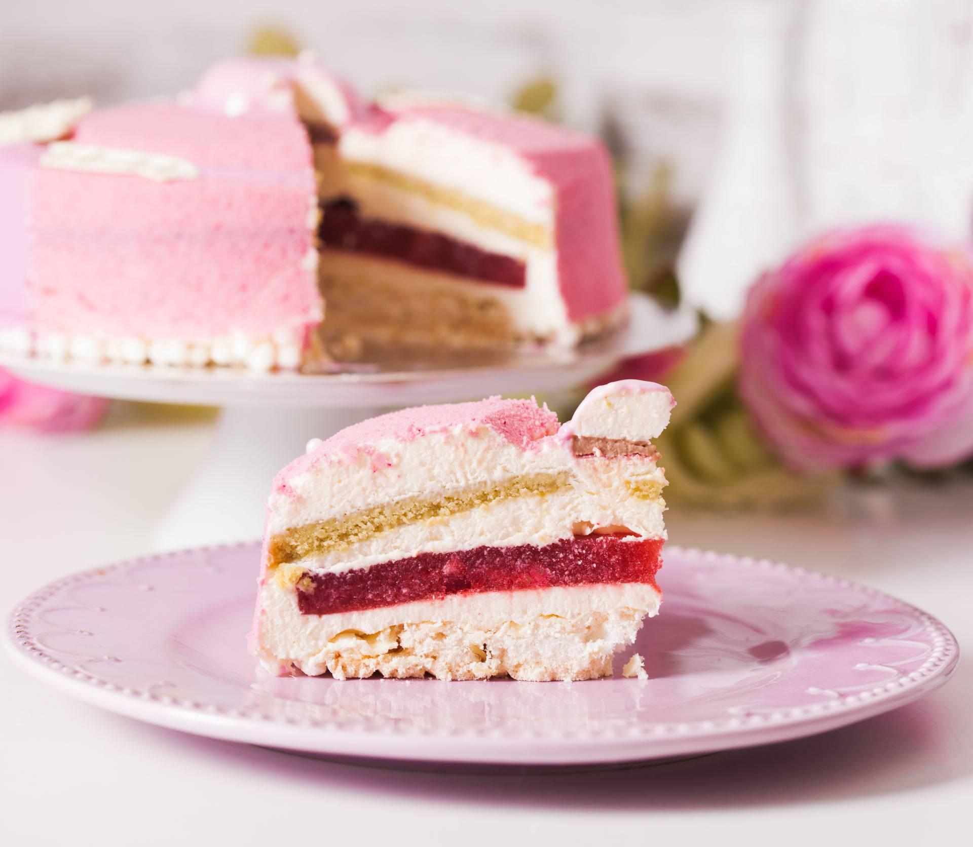 Ideja za savršen desert: Torta od piškota i jagoda iz kompota