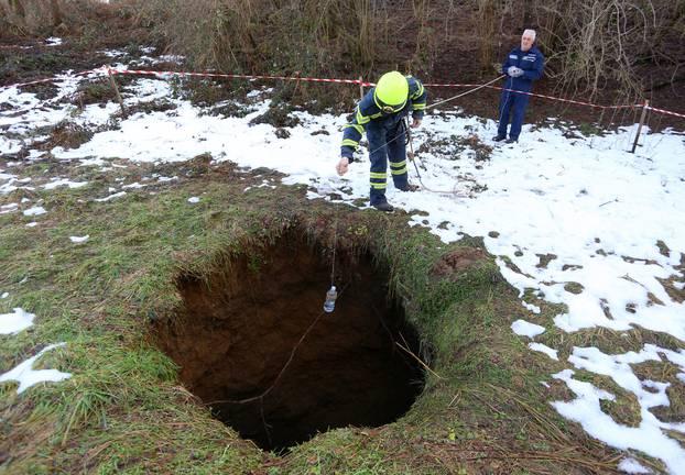 U mjestu Bukovlje otvorila se rupa u zemlji dubine 17 metara