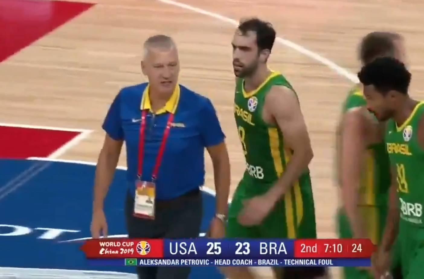 Aco izgubio živce: Držali su ga igrači, SAD ga izbacio sa SP-a