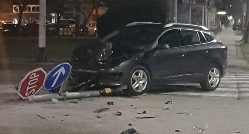 Autom iščupali semafor: 'Urlao je na mob, a drugi je teturao...'