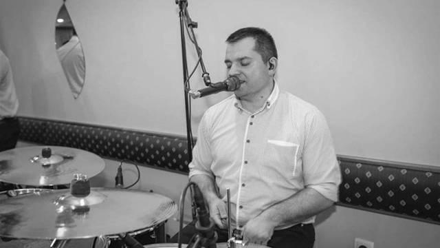 Tamburaši su Željka Jakuša ispratili 'Pjesmom Rastanka'