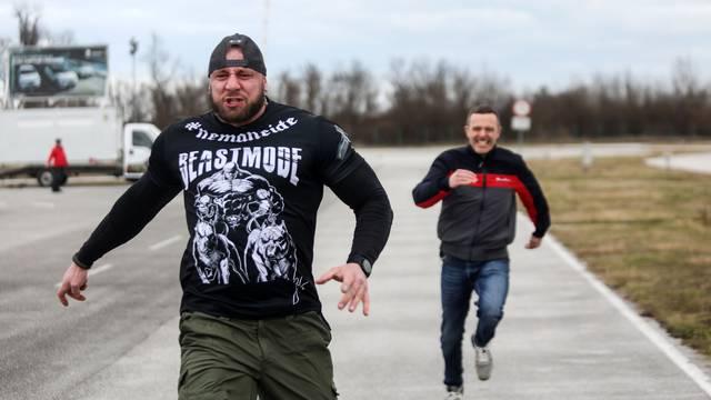 Stjepan Ursa 'razvalio' Šebalja! Natjecali su se u driftu, mrtvom dizanju i sprintu na 100 metara