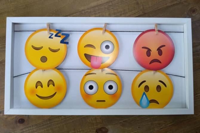 Majka koristi emojije da bi se djeca lakše nosila s emocijama
