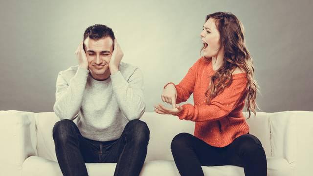 Uvijek vas kritizira ili skriva emocije? U toksičnoj ste vezi