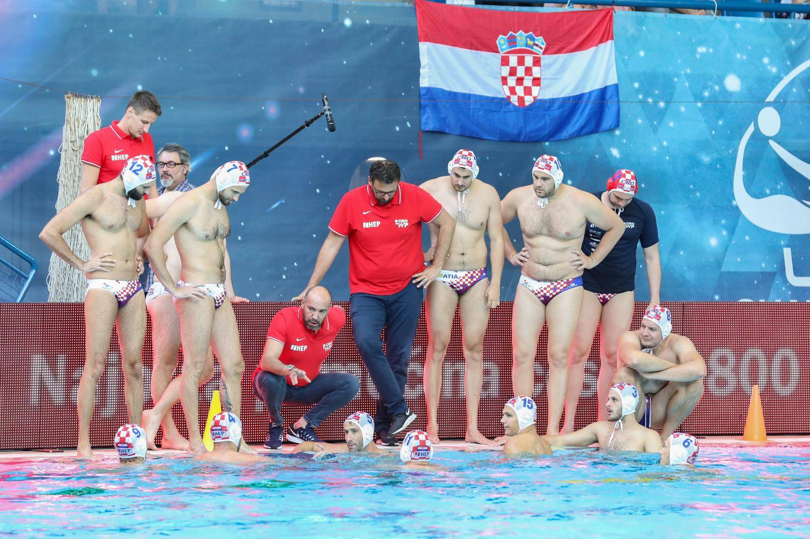 Dubrovnik: Vaterpolo utakmica između Hrvatske i Crna Gore prva je s gledateljima na tribini