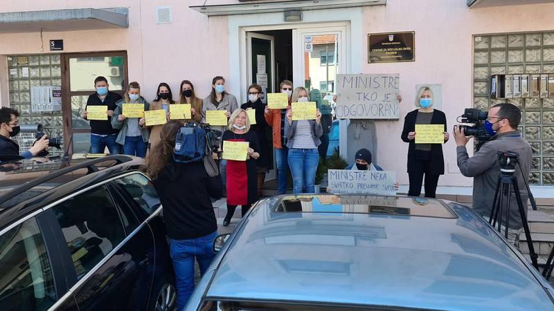 Prosvjed socijalnih radnika: 'Nisu nas čuli kad smo govorili, sad im odgovaramo - šutnjom'