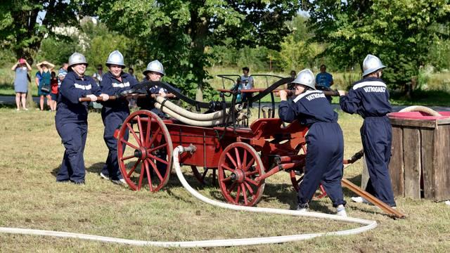 Stroj iz 1890.: Kad Katarina jurne, vatri nema spasa...