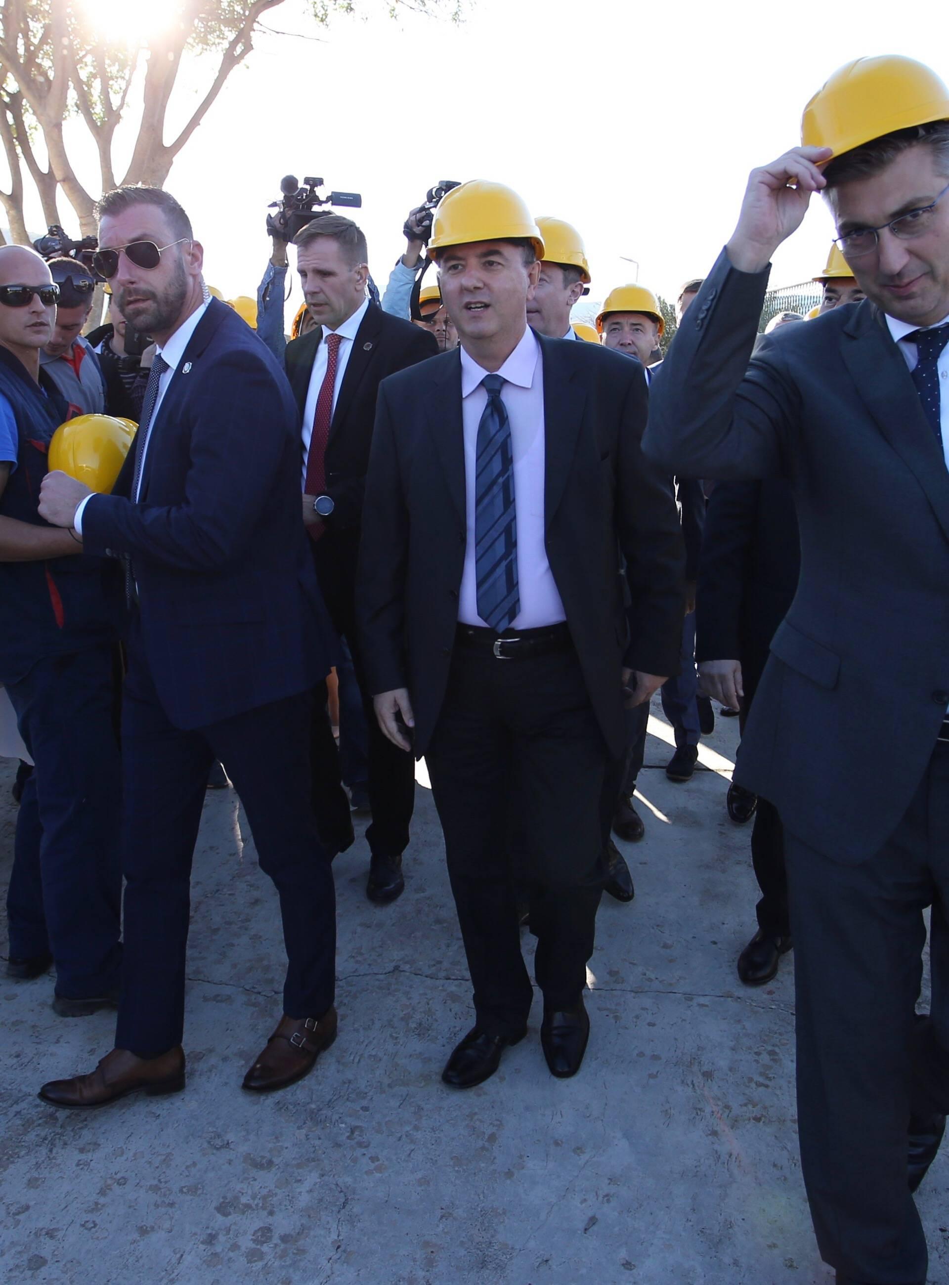 Stari Grad: Plenković obišao HEP-ovu obnovljenu elektroenergetsku trafostanicu