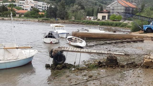 Meteorološki tsunami pogodio Velu Luku, nasukale se brodice
