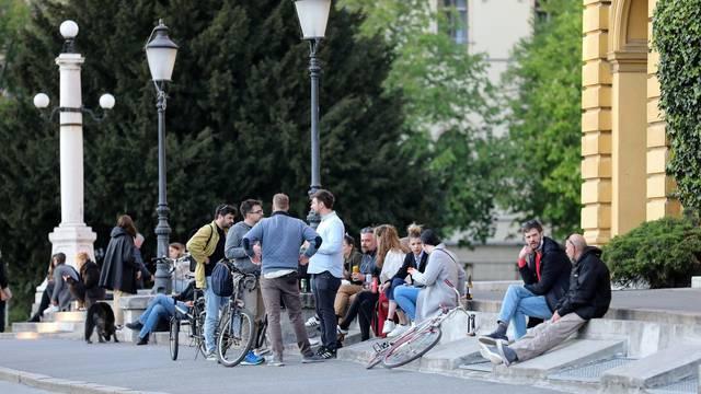 Zagreb: Mladi se okupljaju oko Hrvatskog narodnog kazališta