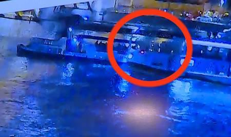 Snimka užasa: Kruzer od 1000 tona dug 135 metara lomi brod