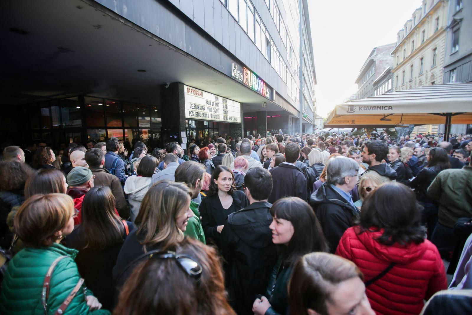 Zagreb: Počelo okupljanje građana u znak podrške Kinu Europa