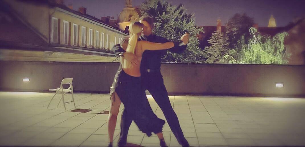 Nina Kraljić u novom spotu zavodi plešući senzualni tango